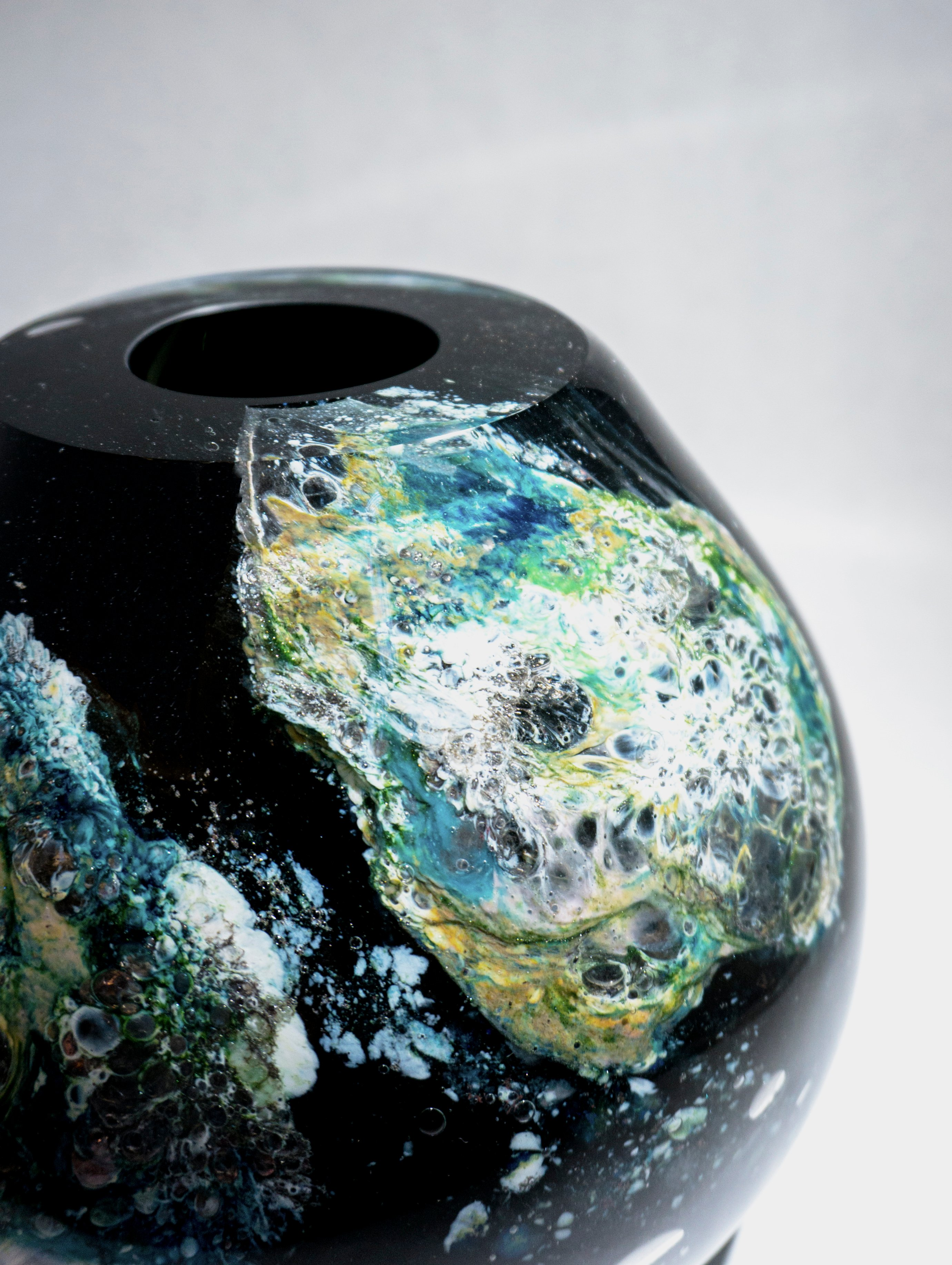 Sitting Black Globe, close up